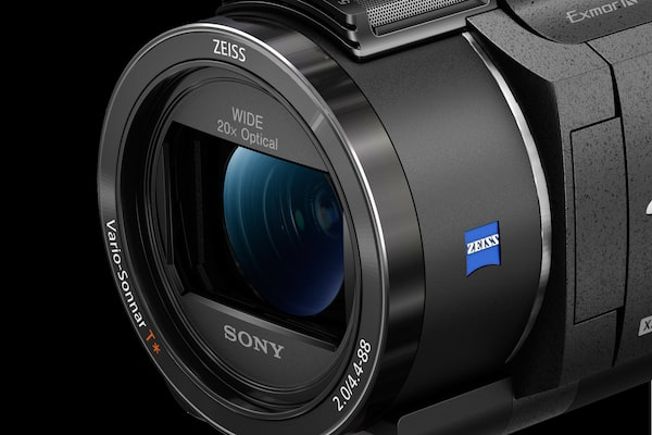 ZEISS® 20x zoom 4K-compatible lens